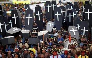 В Бразилии произошли столкновения полиции с протестующими против ущемления земельных прав индейцами. Фото: Reuters