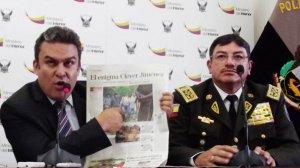 Министр внутренних дел Хосе Серрано сообщает о вооруженных группах в Сараяку. Глава Сараяку отвечает, что оружие охотничье. Фото - Roberto Rueda / www.eluniverso.com
