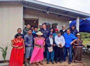 Президент Панамы посетил индейцев Нгобе-Бугле в Льяно-Тугре. Фото: twitter.com/jc_varela