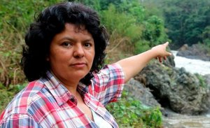 Убитая в марте 2016 г. Берта Касерес, основательница социально-политической организации Гражданский совет общественных организаций и коренного населения Гондураса, стала символом борьбы сотен общин Центральной Америки и всего американского континента. Фото: La Tribuna