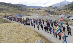 В Перу блокировали основную дорогу к крупнейшему медному руднику