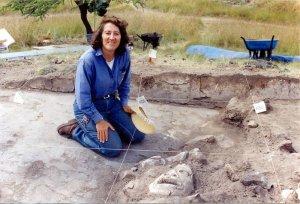 Д-р Линда Роза Мансанилья, профессор Института антропологических исследований Национального автономного университета Мексики на раскопках в  Шалле (Теотиуакан)