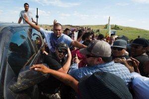 Противостояние сиу против нефтепровода переросло в столкновения с охраной. 03.09.2016. Фото: ROBYN BECK/AGENCE FRANCE-PRESSE/GETTY IMAGES