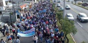Сотни эквадорских крестьян-индейцев протестовали на прошлой неделе в центре Кито. Фото - La Hora / lahora.com.ec