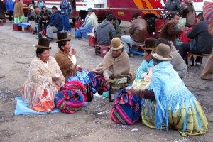 Чолиты в Ла-Пасе (Боливия) признаны объектом нематериального наследия страны. Архивное фото - biencomplicadito.blogspot.ru
