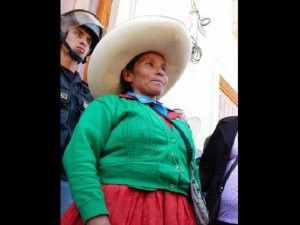 Перуанская полиция не отстаёт от Максимы Акуньи Чаупе. Архивное фото