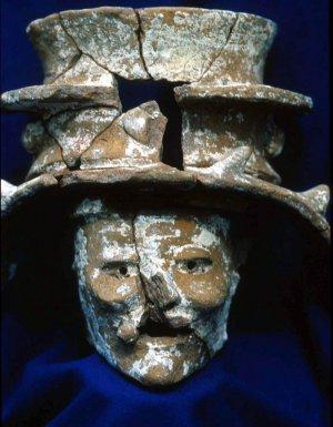Курильница майя в виде головы Ицамны. Фото - Don Rice