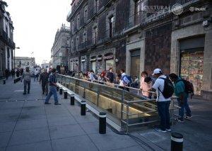 В Мехико теперь прямо под тротуарами можно увидеть древние памятники Теночтитлана. Фото: Mauricio Marat/INAH