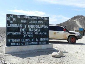 Перуанские власти обещали принять меры, чтобы не допустить разрушения линий Наска. Архивное фото - tucanviajero.com