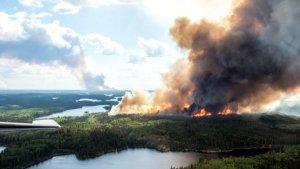 Из-за пожаров в Саскачеване индейцев эвакуируют во временные убежища
