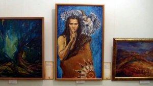 Выставка художницы Ольги Катраковой «Великая тайна или Легенды гуронов». Изображение - кадр видео