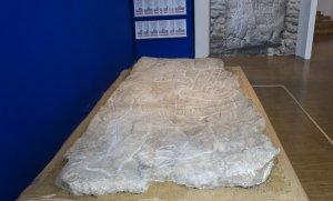 Из Франции в Мексику вернулось украденное вырезанное ольмеками на камне изображение. Фото: AP / Jacques Brinon
