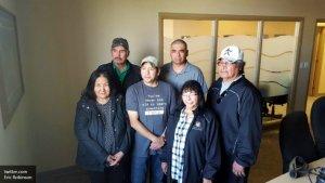 Двое индейцев небольшого канадского посёлка узнали, что их перепутали в роддоме