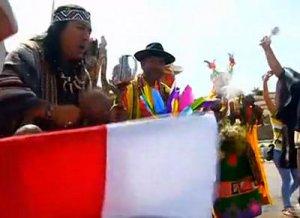 Перуанские шаманы перед Новым годом сделали подношения богам. Фото - кадр из видео NTDtv