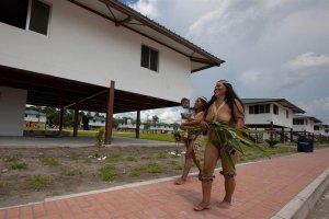 Поселок Плайас Куйабено, построенный на нефтедоллары для индейцев Эквадора. Фото - ecuavisa.com