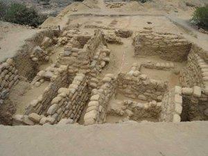 Комплекс Луйя относится к Сиканской культуре (или Ламбайеке) и на его территории расположен церемониальный центр, а также несколько платформ и террас, возрастом 1300 лет. Фото - Министерство культуры Перу