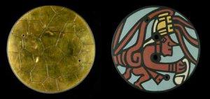 Репродукция передней и задней сторон месоамериканского пиритового зеркала, обнаруженного в поселении культуры Хохокам в шт. Аризона (Аризонский музей естественной истории)