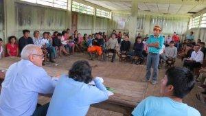 Индейцы вампис на переговорах с Petroperu. Фото: Petroperu