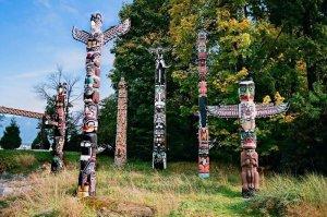 Тотемные столбы. Парк Стэнли, Ванкувер, Канада. Фото - Парк Стэнли / stanleyparkinfo.ca