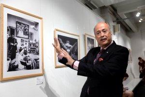 Посол Мексики в Москве Рубен Бельтран на выставке «Сопричастность. Диего и Фрида». Фото - ИЗВЕСТИЯ/Владимир Суворов
