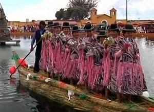 На берегу озера Титикака в Боливии состоялись красочные празднования (видео)