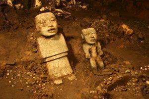 Два месяца назад было объявлено о том, что на площадке перед этими помещениями археологи нашли обильное подношение, самое богатое из всех обнаруженных до сих пор в Теотиуакане. Фото - Proyecto Tlalocan-INAH.