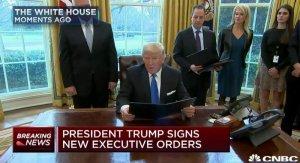 Президент США Трамп возобновляет прокладку нефтепровода DAPL