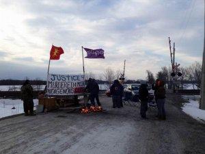 Индейцы тьендинага-мохоки блокировали железную дорогу в Канаде. Фото - Frederic Pepin / Radio-Canada