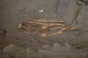 В одном случае вдоль тела погребенного лежали две дополнительные левые ноги. Фото: Габриэль Прието