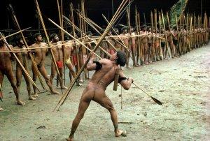 Яномамо помогли понять антропологам о связи между кооперацией и насилием. Фото конца 1970-х гг. Автор - Наполеон Шаньон