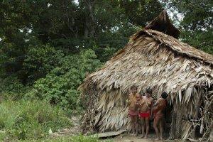 Семья яномами в бразильской резервации. Фото - AFONSO C. LIMA JR.