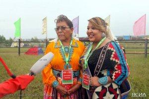 Праздник Ысыах Туймаады в Якутии посетили представители индейцев навахо. Фото: Максим Тихонов