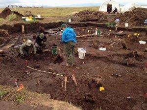Студенты из Шотландии на раскопках в Аралике. Фото - Charles, KYUK – Bethe