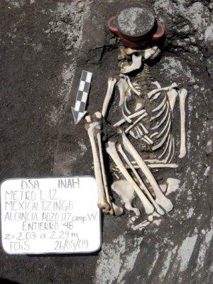 Погребение взрослого. Фото - DSA-INAH