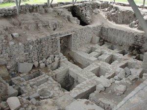 Усыпальницы археологического комплекса Уари. Фото - aliinperu.wordpress.com