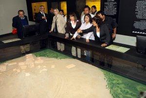 Диана Альварес-Кальдерон, министр культуры Перу, с коллегами на открытии музея Тукуме. Фото - Министерство культуры Перу / www.cultura.gob.pe