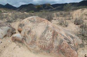 Древняя астрономическая лаборатория в Перу находится на плоском камне. Фото - Andina