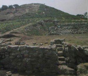 VIII Структуры 1 и 2 в Сан-Хосе-Моготе, ряд террасированных платформ и лестниц для общественных зданий фазы Сан-Хосе (1150 – 850 гг. до н. э.).
