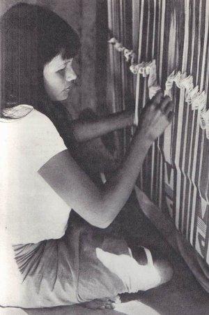 сельские женщины создают пончо