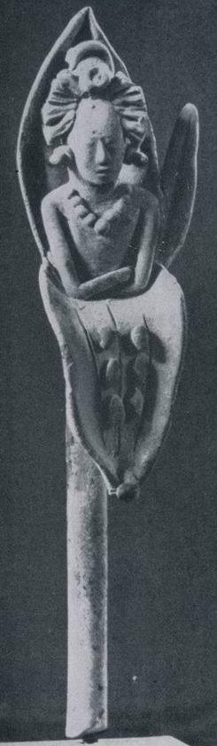 Рисунки 8, 9. Глиняные жезлы с юным божеством водяной лилии (Хайна, Мексика)