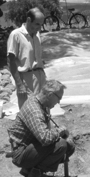 Рене Миллон и Мэтью Уоллрэт на тестовых раскопках Большого компаунда. 1968 г. Фото: Джорджа Каугилла
