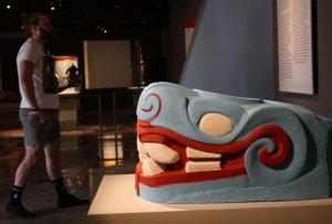 Скульптуры Теночтитлана показывают ярко раскрашенными на выставке в музее Темпло Майор. Фото: milenio.com