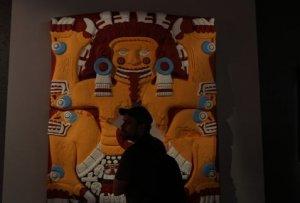 Тлальтекутли. Скульптуры Теночтитлана показывают ярко раскрашенными на выставке в музее Темпло Майор. Фото: milenio.com