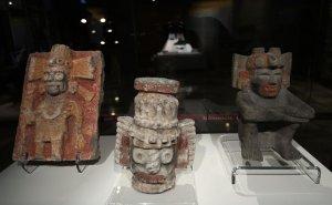 Скульптуры Теночтитлана показывают ярко раскрашенными на выставке в музее Темпло Майор. Фото: Juan Carlos Reyes Garcia / El Universal / eluniversal.com.mx