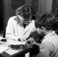 Канадские ученые 1940-50-х гг. проводили никому не нужные опыты. Фото - F. Royal / National Film Board of Canada / Library and Archives Canada.