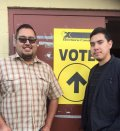 Вейлон Блэк (слева) потратил час в ожидании своего бюллетеня. Но он все-таки проголосовал. Фото: Connie Walker / twitter.com/connie_walker