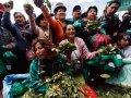 Боливийцы во время праздника по случаю декриминализации распространения и употребления листьев коки (Ла-Пас, Боливия, январь 2013). Фото - Juan Karita / AP Photo