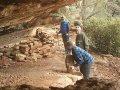 Служба лесного хозяйства США разыскивает троих человек на фотографии, которые могут знать о вандализме. Фото: Служба лесного хозяйства США