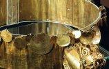 6. Головной убор (корона). Место обнаружения - Фриас I. Золото, хризоколла. 23,3х 6,6 см. Ранний промежуточный период (200 до н.э.-700 н.э.). Фото - Ирина Дворкина