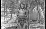 Мужчина у мерной рейки. Племя тараумара, которое проживает в шт. Чихуахуа на северо-западе Мексики. 1892. Фото: Карл Лумгольц